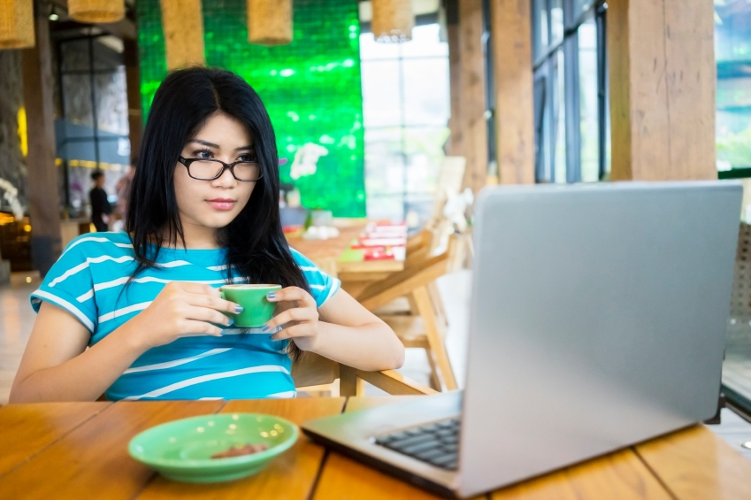 woman in coffee shop iStock_000066513445_Small